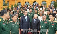 President meets former volunteer soldiers in Cambodia