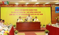 Prime Minister Nguyen Xuan Phuc works with Vietnam National Oil and Gas Group