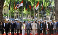 Vietnam commits to help build a united, self-reliant ASEAN