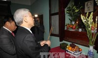 Party leader burns incense at President Ho Chi Minh Mausoleum