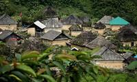"""""""Mushroom house"""" of the Black Ha Nhi in Lao Cai"""