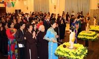 Vietnamitas en República Checa celebran 2561 aniversario del nacimiento e iluminación de Buda