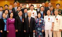 Honran a 30 colectivos y particulares con aportes relevantes a renovación vietnamita
