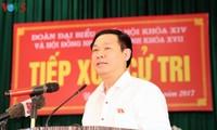Dirigentes de Vietnam realizan contacto electoral después del XIII período de reunión parlamentaria
