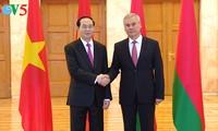 Presidente de Vietnam se reúne con líder de la Cámara Baja y primer ministro de Bielorrusia
