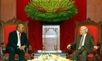 Máximo líder político de Vietnam ensalza los aportes del embajador cubano a los lazos bilaterales