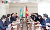Presidenta parlamentaria de Vietnam visita al primer ministro de Kazajistán