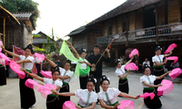 Mujeres de la etnia Tay en la comuna de Ta Chai contribuyen al turismo comunitario
