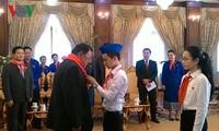 Chủ tịch nước CHDCND Lào tiếp Đoàn đại biểu thiếu nhi Việt Nam