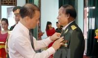 Trao tặng Huân, Huy chương tặng quân tình nguyện và chuyên gia Việt Nam tại Lào