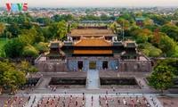 L'ancienne cité impériale de Hué resplendit, de jour comme de nuit