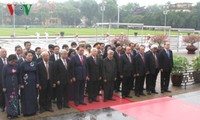 Líderes vietnamitas rinden homenaje al presidente Ho Chi Minh