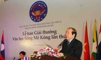 Entregan los Premios de Literatura del Río Mekong