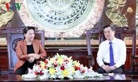 Jefa del Parlamento de Vietnam se reúne con autoridades de Bac Lieu