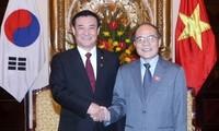 Ketua MN Vietnam, Nguyen Sinh Hung mengadakan pembicaraan dengan Ketua Parlemen Republik Korea Kang Chang-hee