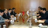 Ketua MN Vietnam, Nguyen Sinh Hung  mengunjungi Grup KUMHO ASIANA