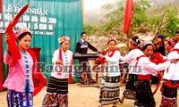 Nyanyian lagu rakyat  Tom-  nyanyian lagu rakyat istimewa dari warga etnis Kho Mu