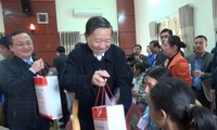 Leaders pay Tet visits to localities