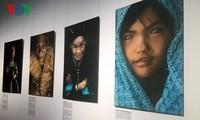 La vida de étnicos vietnamitas en la lente del fotógrafo francés Réhahn