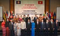 Primer ministro de Vietnam preside la ceremonia conmemorativa de los 50 años de la Asean