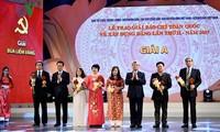Vietnam entrega premios en elogio a las obras sobre el reforzamiento partidista