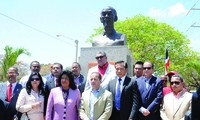 Honran al presidente Ho Chi Minh en Santo Domingo