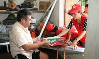 Cruz Roja de Vietnam sigue con apoyo económico a las víctimas del desastre natural en zona norteña