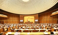 Asamblea Nacional de Vietnam sigue actividades de interpelación parlamentaria