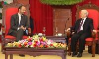 Máximo dirigente de Vietnam recibe al primer ministro francés