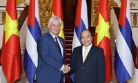 Jefe de Ejecutivo de Vietnam ofrece recepción al presidente cubano
