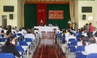 Altos dirigentes de Vietnam se reúnen con electores de diferentes localidades
