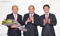 Empresa Truong Hai-Thaco entrega presente a selección de fútbol de Vietnam