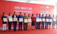 """Localidades vietnamitas responden al programa de donación de sangre """"Domingo Rojo"""""""