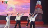 Actuación artística en honor de soldados de Truong Sa