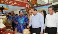 Jefe del Gobierno vietnamita asiste a exposición conmemorativa de 990 años de Thanh Hoa