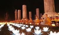 Ceremonia de farolillos por la paz resalta en el Día de Vesak 2019 en Vietnam