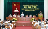 Jefe del Gobierno vietnamita se reúne con electores de Hai Phong