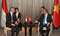 Primer ministro vietnamita se reúne con altos dirigentes de países participantes en 34 Cumbre de la Asean