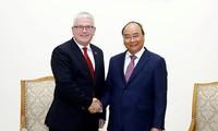 Jefe del Gobierno vietnamita destaca aportes del embajador australiano a las relaciones bilaterales