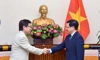 Canciller vietnamita recibe al vicejefe de la Oficina del Gabinete nipón
