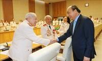 Jefe del Ejecutivo recibe a oficiales con méritos revolucionarios