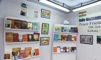Libros vietnamitas exhibidos en una feria internacional en la India