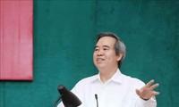 Debaten la economía de mercado con orientación socialista en Vietnam