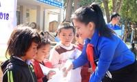 Honran a estudiantes en difíciles condiciones con excelentes resultados académicos en Binh Duong