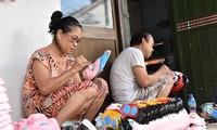 Única familia fabricante de máscaras de cartulina tradicionales en Hanói