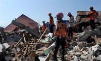 Indonesia: Se eleva el número de muertos por el doble desatre natural