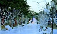 Divertido festival en saludo a la Navidad y el Año nuevo en Hanói