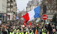 """Manifestaciones de """"Chalecos Amarillos"""" siguen en Francia"""