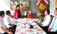 Alta funcionaria del Partido visita a budistas en localidad sureña