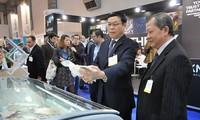 Promueven productos pesqueros de Vietnam en exposición de Bruselas